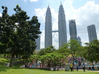Die berühmten Petronas Towers in Kuala Lumpur