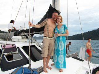 Pärchen auf einem Catamaran