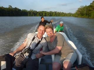 Unsere Reisenden auf der Bootstour durch Borneo