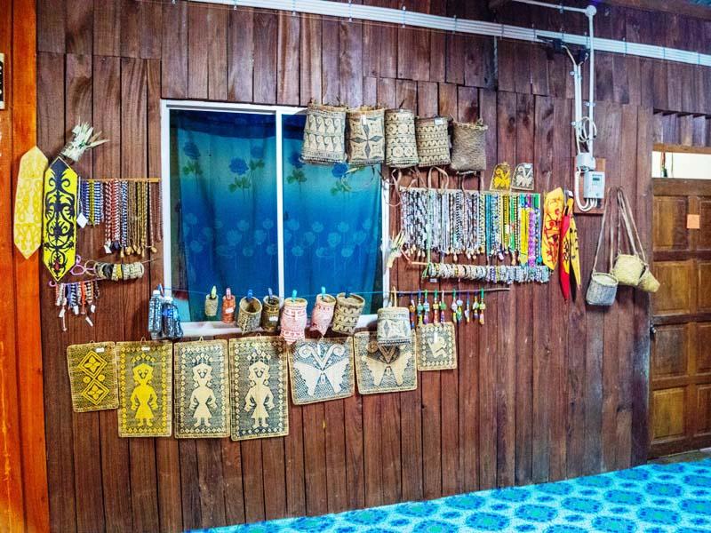 Schmuck und Souvenirs von den Ibans