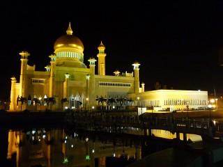 Leuchtende Moscheen bei Nacht