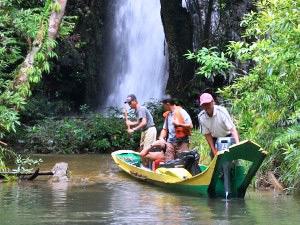 Mit dem Boot fahren Sie zu den Iban