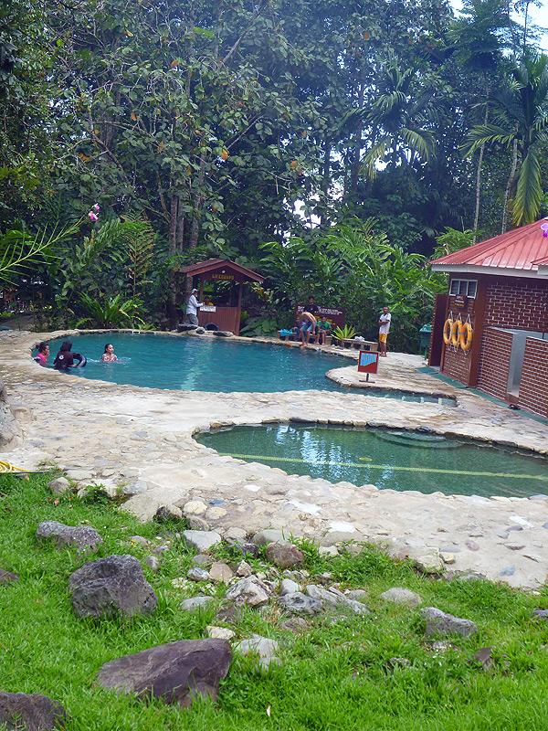 Die Wasserbecken bei den Hot Springs