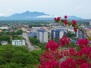 Küste und Stadtbild von Kota Kinabalu