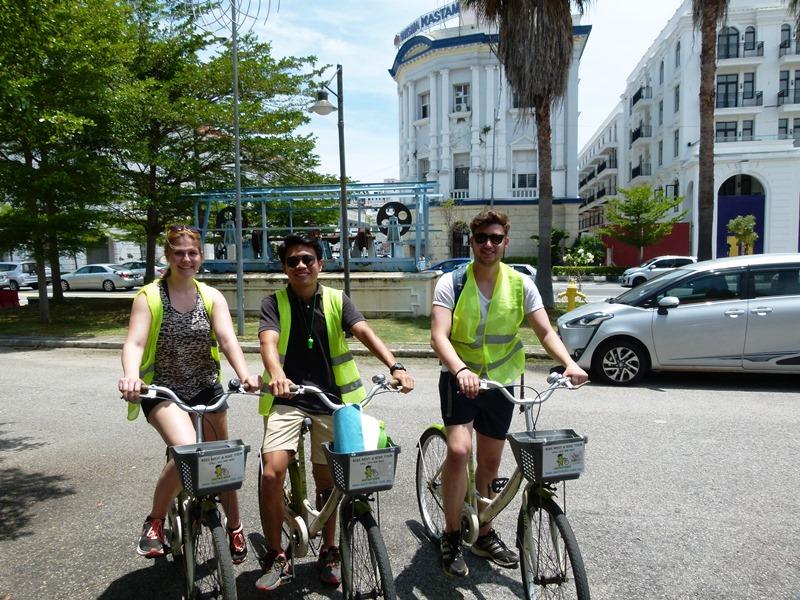 Touristen mit Rad in Penang