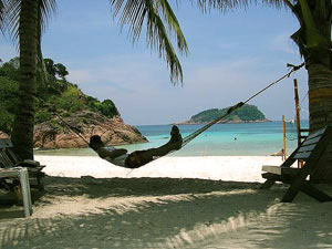 Relaxen in der Hängematte am Strand