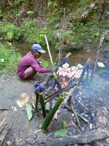 sarawak-reise-iban-picknick-kochen