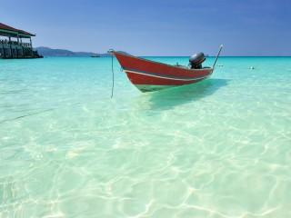 Boot vor der Insel an der Ostküste