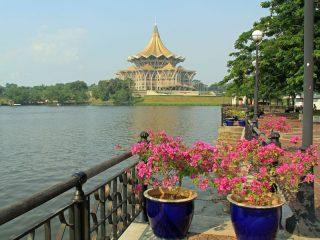 Unterwegs mit dem Taxiboot in Kuching