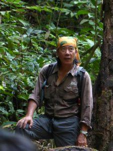 Guide im Dschungel von  Borneo