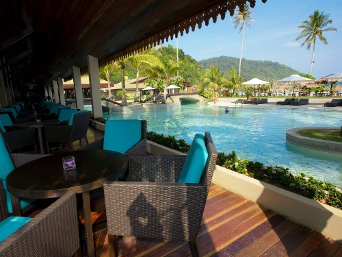 Restaurant und Pool im Hotel auf Pulau Redang