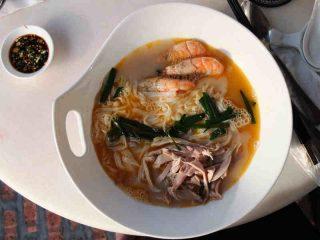 Einheimische Köstlichkeiten in den lokalen Restaurants