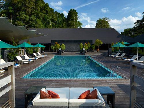 Entspannen Sie am Hotelpool im Mulu Resort