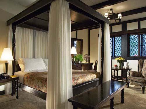Komfortabel und stilvoll eingerichtete Zimmer