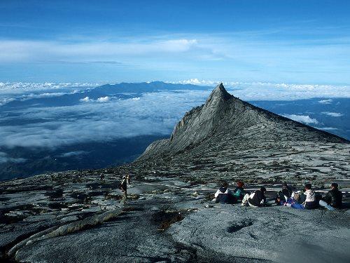Genießen Sie die Aussicht auf der Bergspitze