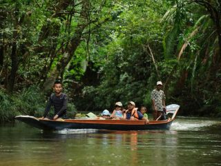 Borneo Rundreise - Unterwegs mit dem traditionellen Boot