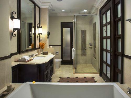 Das Badezimmer mit viel Platz