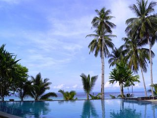Pool und Palmen auf Lang Tengah