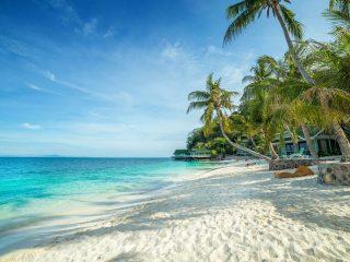 Weißer Strand auf Rawa Island