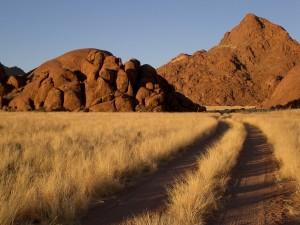 Unbefestigter Weg in Namibia