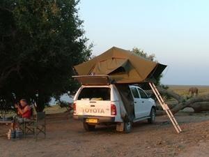 Namibia - Sesriem - aufgebautes Dachzelt auf dem Campingplatz - 2 Wochen Namibia