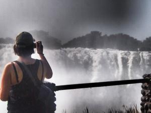 Aussicht auf die herabstürzenden Wassermassen bei Vic Falls