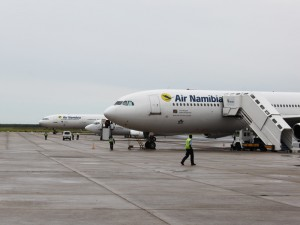 Namibia - Flugzeug am Flughafen in Windhoek - Namibia Highlights