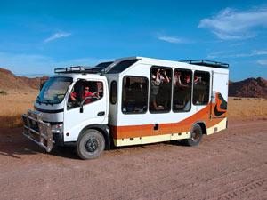 Namibia - Windhoek - Safari Fahrzeug in Namibias Süden