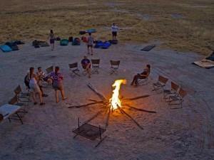 Namibia - Kalahari Wüste - Lagerfeuer bei einer Join-In-Camping-Reise - Von Windhoek zu den Victoria Falls