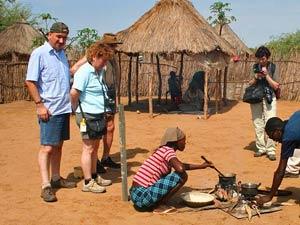 Namibia - Caprivi Streifen - Besuch bei der lokalen Bevölkerung in Popa Falls - Namibia Botswana
