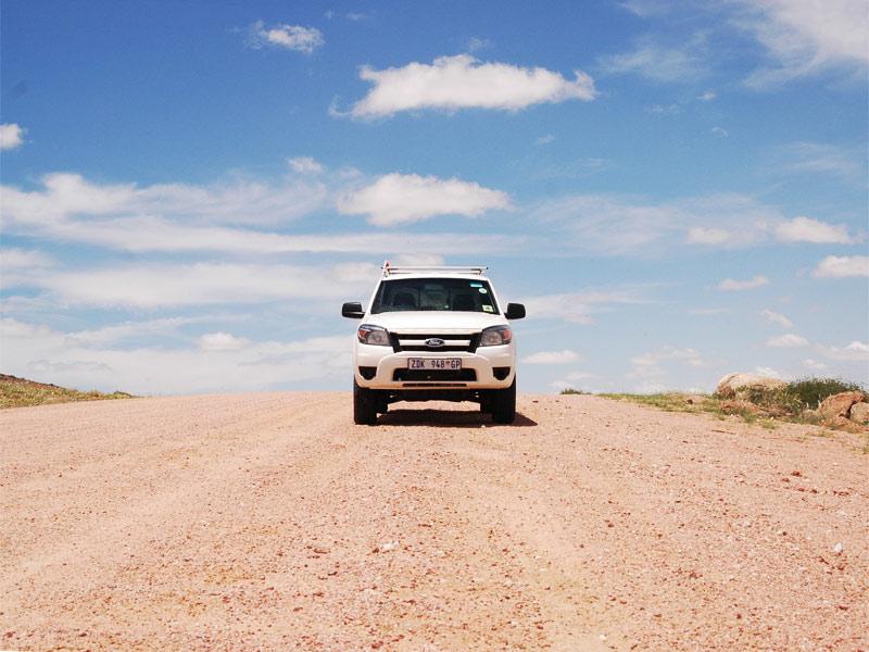 Auf sandigen Straßen in Namibia