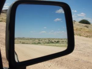 namibia-seitenspiegel-blick-zurueck