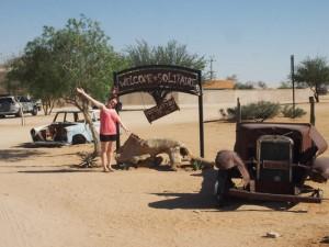 Namibia - Verrostete Autos beim Ortseingang von Solitaire - Namibia Highlights
