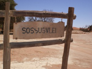 Sossusvlei-Schild im Namib-Naukluft-Park