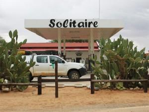 Tankstelle in Solitaire auf Ihrer Rundreise durch Namibia und Botswana mit Kindern