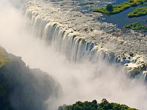 Simbabwe - Victoria Falls - Blick von oben auf die Victoria Wasserfällle - von Windhoek zu den Victoria Falls