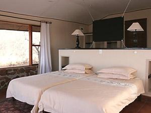 Im Bungalow haben Sie vom Bett aus freie Sicht in die Natur