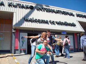 Reisende am Flughafen Windhoek