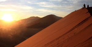 Namibia - Die orangefarbenene Sanddünen von Sossusvlei - Namibia mit Kindern