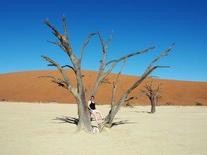 Namibia - Sesriem - Reisende im Deadvlei - 2 Wochen Namibia
