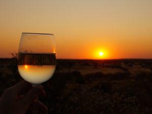Ein kühles Getränk beim Sonnenuntergang - Namibia Rundreise Selbstfahrer