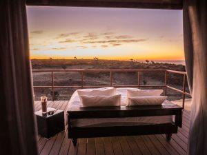 sesriem Unterkunft mit bett auf terrasse