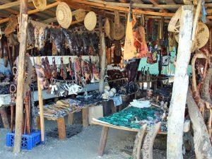 Namibia - Rundu - Souveniers auf einem Holzmarkt - Rundreise Namibia Botswana