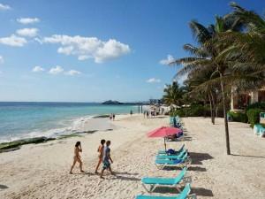 playa-del-carmen-met-kinderen-strand