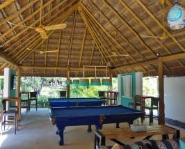 Comfort Stay Playa del Carmen - pooltafel met kinderen