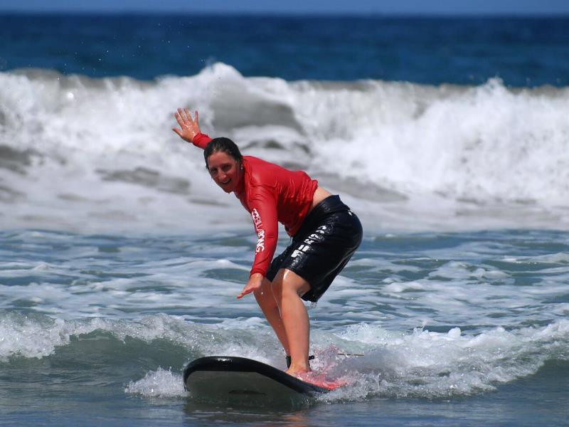 Und.... geschafft! Reiten Sie beim Surfkurs Ihre ersten Wellen