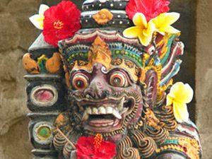 Java Bali: Balinesische Schnitzerei