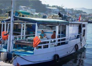 Rundreise Bali & Komodo: Boot auf Flores