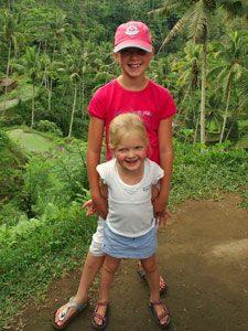 Bali Highlights: Geschwister im Dschungel bei Munduk