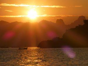 Sonnenuntergang bei Komodo